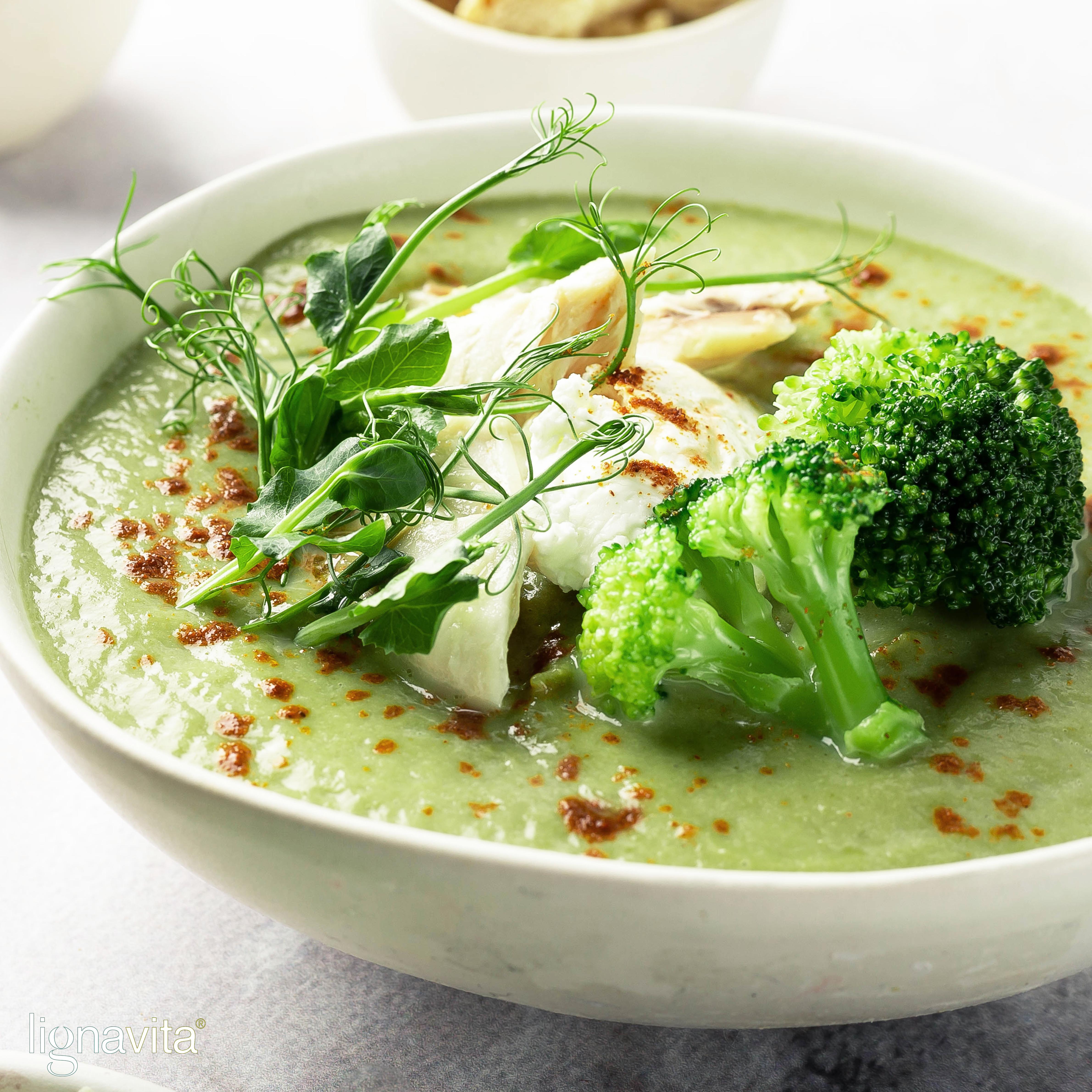 Broccoli erwtensoep met gegrilde kip