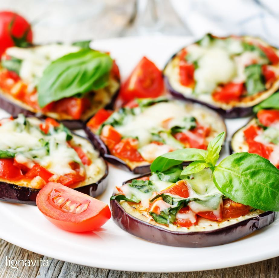 Mini aubergine pizza's