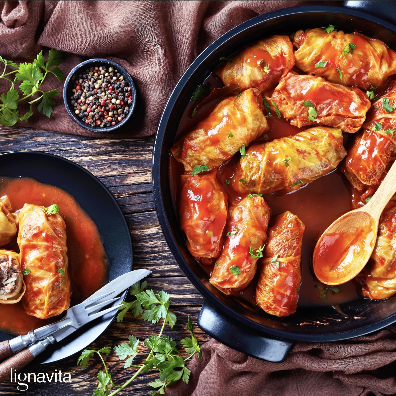 Koolrolletjes met gehakt in tomatensaus