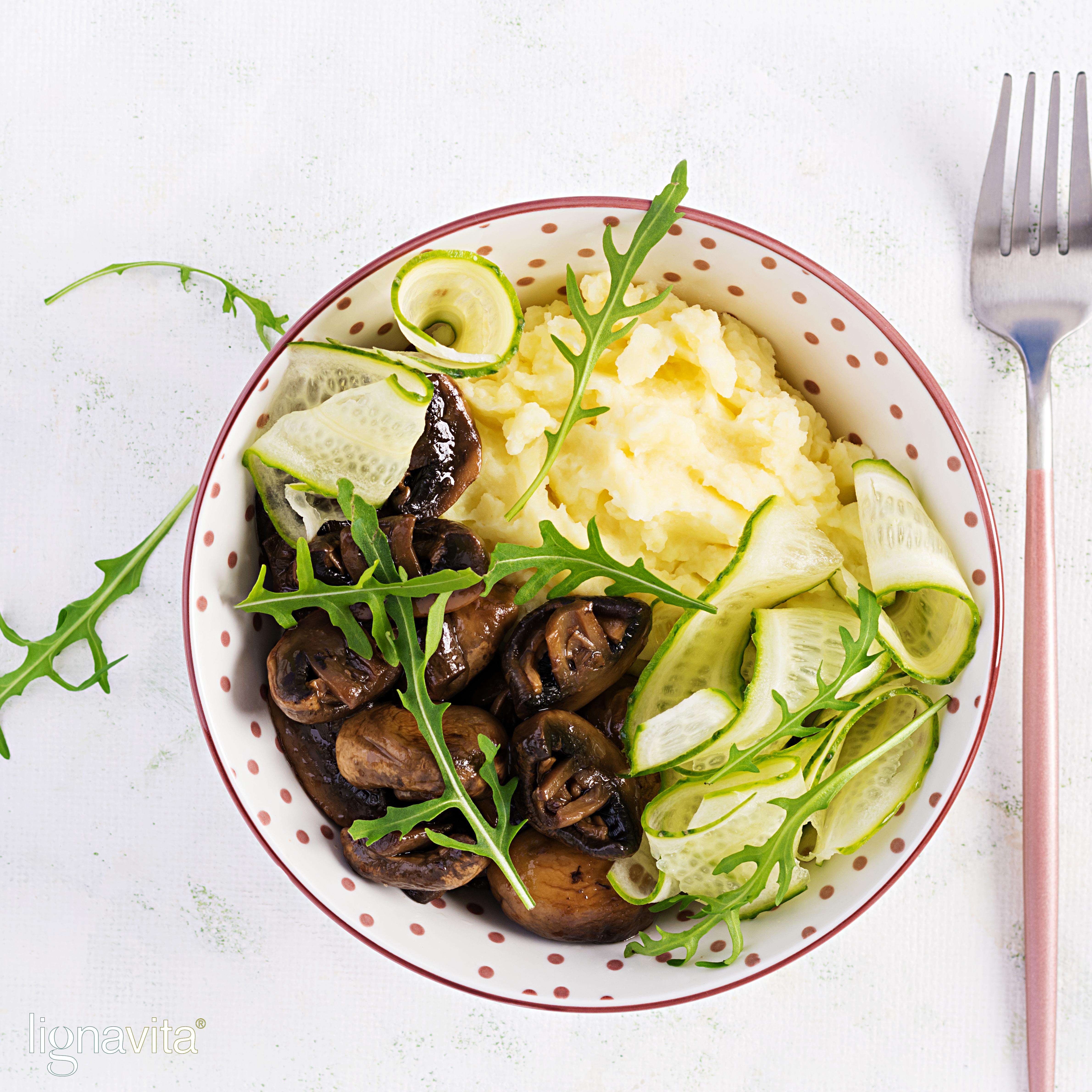 Knolselderpuree met gebakken champignons en komkommer